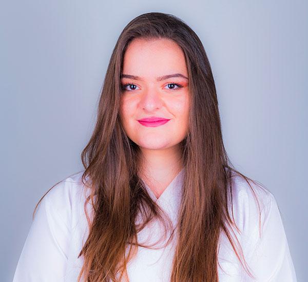 Linda-Bytyqi-assistente dentário aprendiz
