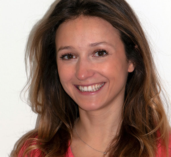 Dra. Lina Cailler - Dentista no Centro Dentário Champel